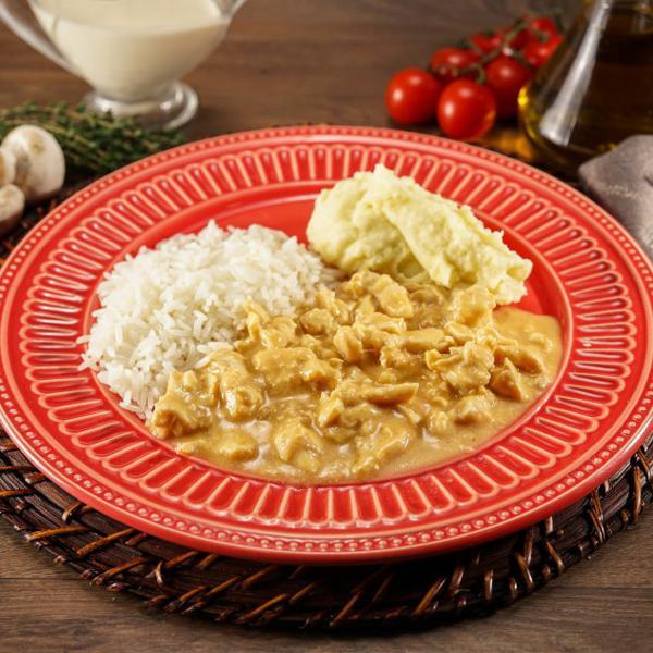 Strogonoff de Frango com arroz branco e purê de batatas 335g