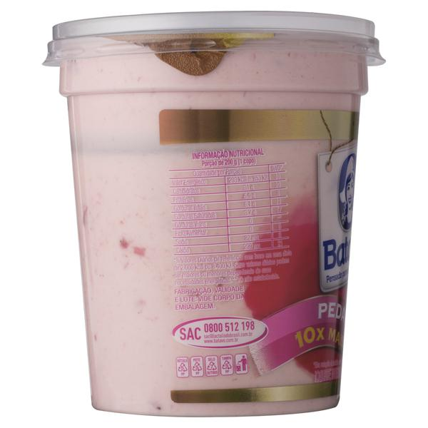 Iogurte Integral Morango Batavo Pedaços Pote 500g
