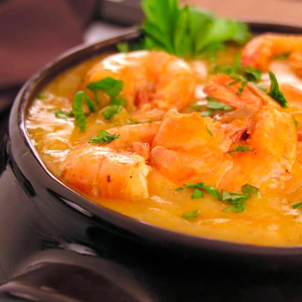 Bobó de camarão, arroz branco com farofa crocante