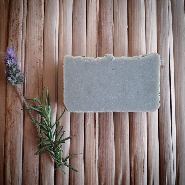 Sabonete artesanal de Argila verde , alecrim e lavanda ( 100gr )
