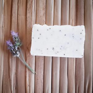 Sabonete artesanal de Manteiga de Karité e lavandim ( 100gr )