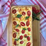 Torta Caprese com Queijo Minas, Mussarela, Ricota, Tomatinhos e Manjericão Fresco, Massa Integral  1.200g - Leve Torteria